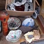 東京都国分寺市にて色絵の皿、こけし、備前の香合、掛軸、ギターなどをお売り頂きました。