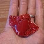 宅配買取にて高知のお客様より血赤珊瑚(サンゴ)の帯留、指輪などをお譲り頂きました。