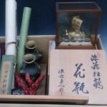 銀製の宝船、中国の掛軸、七宝花瓶、珊瑚(山珊瑚)の彫刻など骨董品を買い取りさせて頂きました。