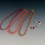 血赤珊瑚(サンゴ)のネックレスやブローチや着物を買取させて頂きました。