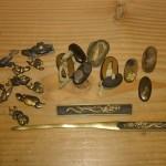 解体業者様より目貫や縁頭、小柄・笄など刀装具(刀の金具)を買取させて頂きました。