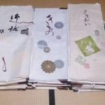 渋谷区恵比寿にてお客様より箪笥一棹分の着物、珊瑚や翡翠の帯留などを出張買取致しました。
