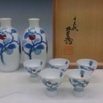 東京都杉並区にて13代柿右衛門の酒器や花瓶、壷など贈答品を買い取り致しました。