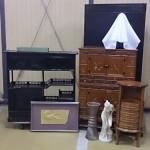 渋谷区神山町のお客様より黒檀の飾り棚、李朝箪笥、照明、作家物のレリーフなどをお売り頂きました。