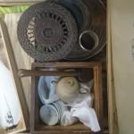 立川市錦町にて長火鉢や紫檀の座卓などの古い家具類、掛軸、白泥の急須などの煎茶器を買受け致しました。