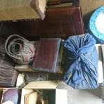 小石川にて蔵に眠っていた古い紫檀の花台や竹の花籠、鉄瓶、木版の双六などをお譲り頂きました。