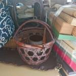 恋ヶ窪にて竹籠・竹自在鉤、煎茶器、掛軸、古い着物などを買取りさせて頂きました。