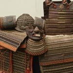 府中市にて葵御紋入りの緋絲威の大鎧や浮世絵、木彫置物などを買入致しました。