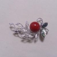 K18WG ダイヤ付き血赤珊瑚ブローチ