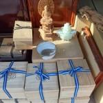 新宿区西早稲田のお客様より李方子の高麗茶碗や木彫り仏像などをお売り頂きました。