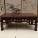 埼玉県さいたま市のお客様よりお譲り頂きました紫檀(紅木)の座卓です。
