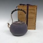 麹町にて石黒光南の純銀の湯沸かし(銀瓶)や古い切手コレクション、象牙の置物などを買受け致しました。