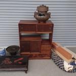 所沢市松が丘のお客様より鉄の風炉釜、茶箪笥、掛け軸、火鉢、着物などを買受け致しました。